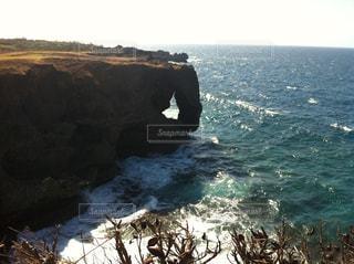 背景の山と水体の写真・画像素材[857047]