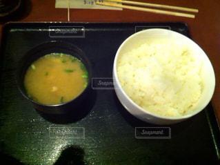 ご飯と味噌汁の写真・画像素材[857087]