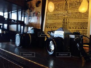 棚の上のカメラの写真・画像素材[831303]
