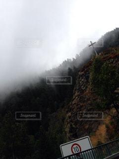 山の中の聖地の写真・画像素材[826393]