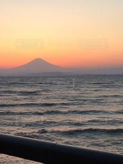 夕暮れの富士山の写真・画像素材[826781]