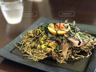 テーブルの上の食の瓦そばの写真・画像素材[987351]
