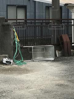 倒れた台車の写真・画像素材[829580]