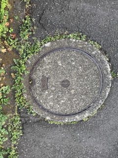 石のマンホールの写真・画像素材[829609]
