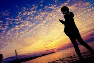 青とオレンジのグラデーション。夕焼け。沖縄。の写真・画像素材[829574]