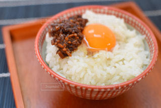 自家製醤油麹を添えた卵かけご飯の写真・画像素材[850421]