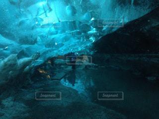 氷の洞窟の写真・画像素材[830043]