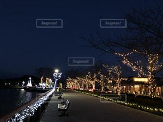 絵を思い出すような夜の街の景色の写真・画像素材[953183]