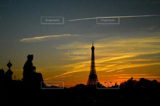 夕暮れ時の都市の景色の写真・画像素材[880814]