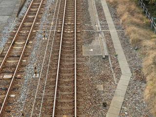 鉄道の線路を走行する列車 - No.843806