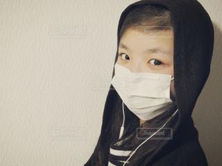 マスクしている女の子の写真・画像素材[1113405]