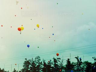 空に風船の写真・画像素材[1259271]