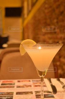 テーブル ワインのグラスの写真・画像素材[853348]