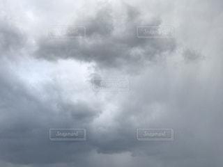 上空の青空映る雲の様子 iPhone7Plusの写真・画像素材[837049]