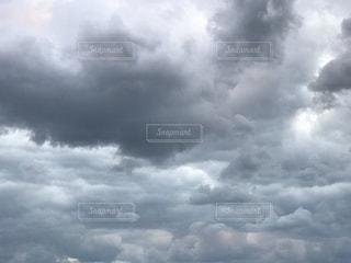 西洋絵画に登場しそうな雲 iPhone7Plusの写真・画像素材[837270]