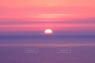 男鹿から見た日本海からの、ある日の夕陽です。X-T10の写真・画像素材[841176]