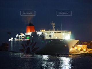 大型客船の夜景の写真・画像素材[1623422]