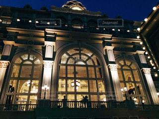 ライトアップした東京ディズニーランドホテルの写真・画像素材[858452]