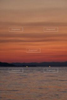 夕陽が沈んだ海の写真・画像素材[1080636]