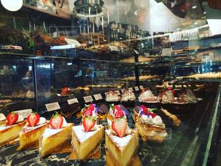 食品の多くに満ちてストアで陳列ケース - No.850400