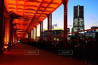 夜の街の景色の写真・画像素材[890603]