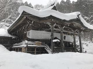 雪に覆われた神社の写真・画像素材[943208]