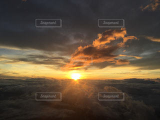 御来光 朝日 富士山の写真・画像素材[837056]