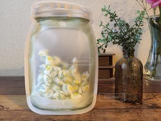 セリアのジッパーバッグとレモン飴の写真・画像素材[996081]