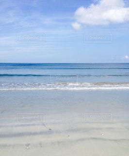 波が寄せる海岸の写真・画像素材[839575]