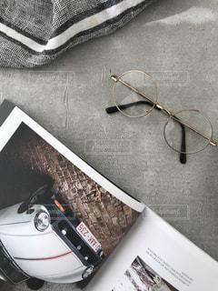 メガネと本の写真・画像素材[980308]