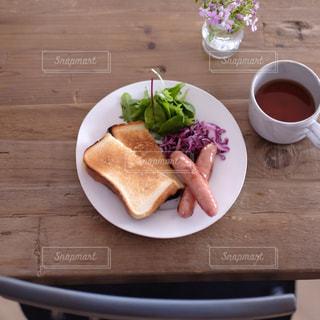 トーストで朝ごはんの写真・画像素材[1312502]