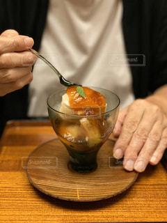 パフェを食べる写真の写真・画像素材[2916834]