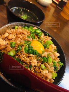 鶏そぼろ丼の写真・画像素材[1733741]