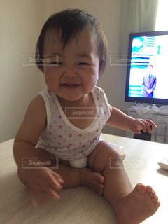 座って笑顔の写真・画像素材[840248]