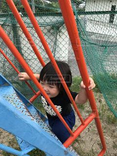 子供と滑り台の写真・画像素材[840251]