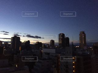 夜の街の景色の写真・画像素材[854780]