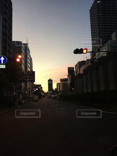 朝になる大阪の写真・画像素材[854782]