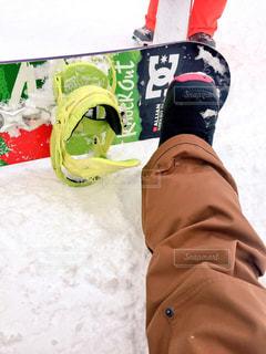 雪のボードに乗る人の写真・画像素材[841679]