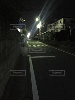 暗い道の写真・画像素材[841649]