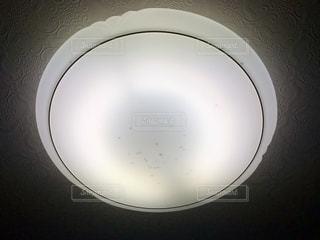 電気にたまる虫のイメージの写真・画像素材[1235659]