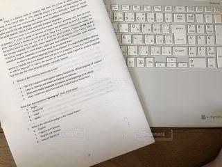 英語とパソコンの写真・画像素材[2135665]