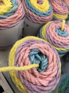 カラフルな毛糸の写真・画像素材[2231280]