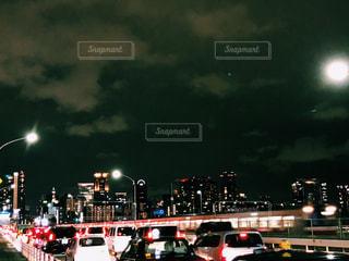 夜のトラフィックの写真・画像素材[885411]