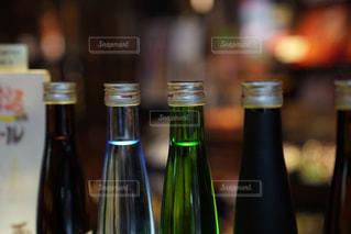 近くにワインの瓶のアップの写真・画像素材[843320]