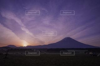 空には雲のグループの写真・画像素材[1299664]