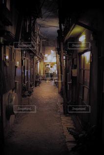 狭い通りの写真・画像素材[1299800]