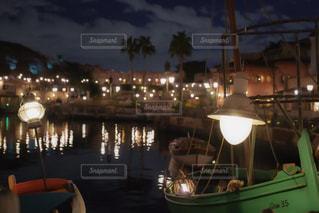 夜はライトアップ ボートの写真・画像素材[1394536]