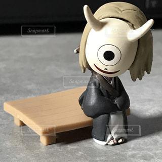 夏目友人帳 柊 フィギュア 木製の椅子に腰掛けるの写真・画像素材[843353]