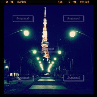 夜の交通信号の写真・画像素材[845040]