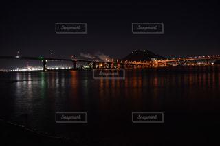 水の体の上の橋の写真・画像素材[845309]
